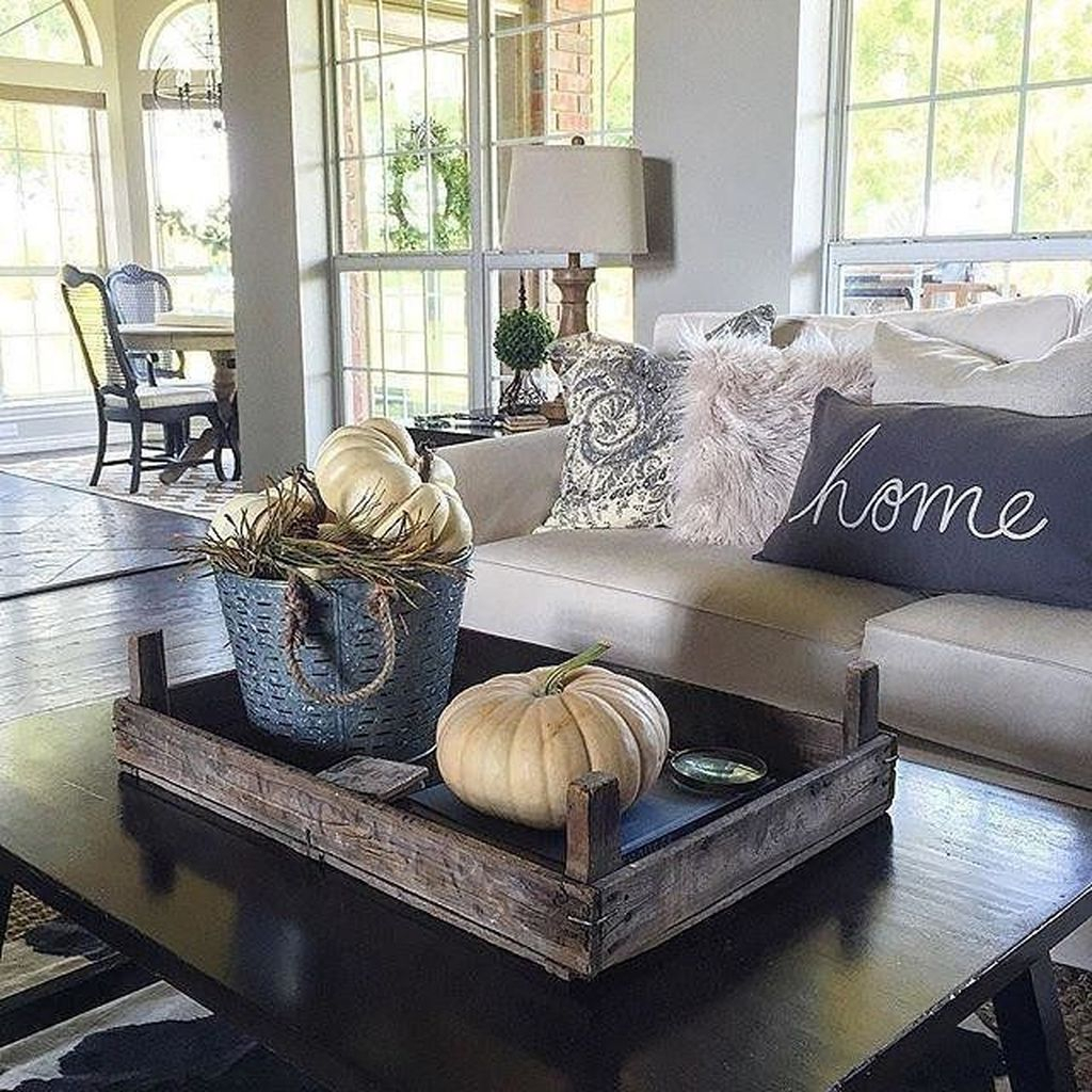 Stunning Fall Living Room Decoration Ideas 39