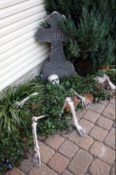 Top Halloween Outdoor Decorations To Terrify People 04