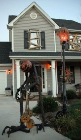 Top Halloween Outdoor Decorations To Terrify People 14