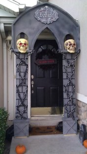 Top Halloween Outdoor Decorations To Terrify People 25