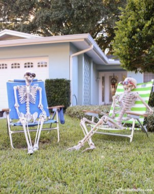 Top Halloween Outdoor Decorations To Terrify People 34