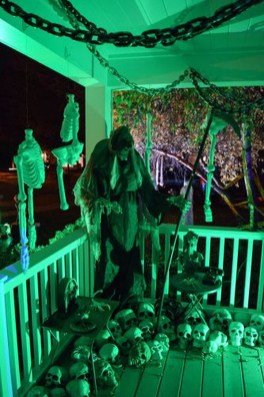 Top Halloween Outdoor Decorations To Terrify People 41