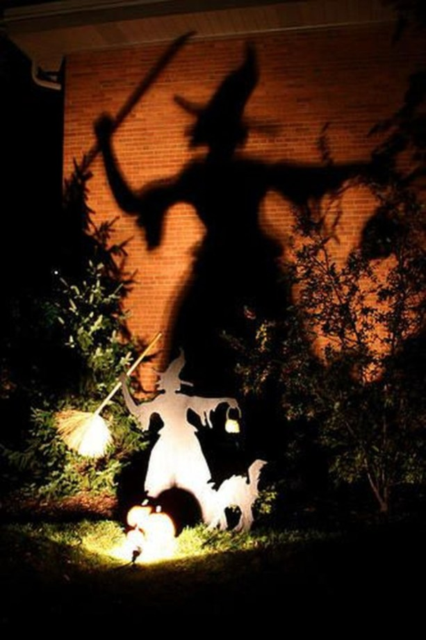 Top Halloween Outdoor Decorations To Terrify People 45