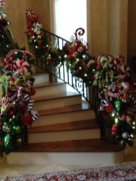 Best Christmas Decorations That Turn Your Staircase Into A Fairy Tale 56