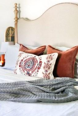 Cozy Fall Bedroom Decoration Ideas 24