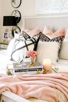 Cozy Fall Bedroom Decoration Ideas 32