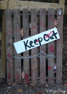 Creepy Decorations Ideas For A Frightening Halloween Party 40