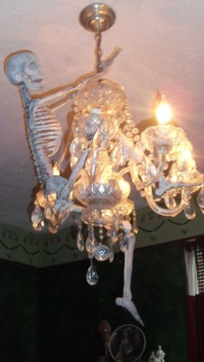 Creepy Decorations Ideas For A Frightening Halloween Party 53