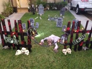 Elegant Outdoor Halloween Decoration Ideas 24
