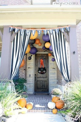 Elegant Outdoor Halloween Decoration Ideas 34