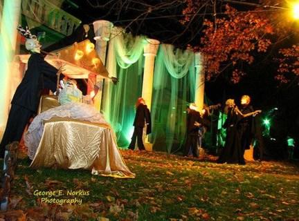 Elegant Outdoor Halloween Decoration Ideas 41