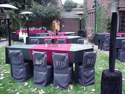 Elegant Outdoor Halloween Decoration Ideas 49