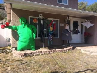 Elegant Outdoor Halloween Decoration Ideas 53