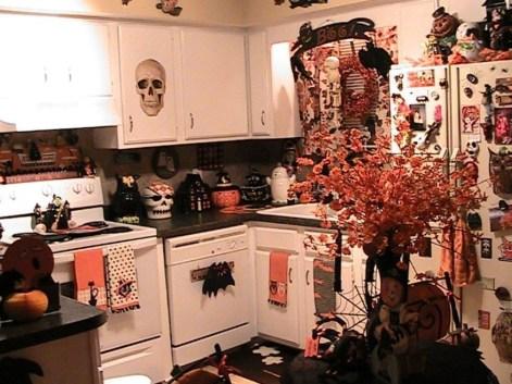 Fabulous Halloween Decoration Ideas For Your Kitchen 02