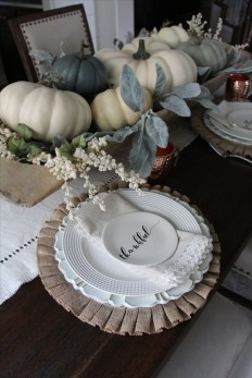 Simple Fall Table Decoration Ideas 18