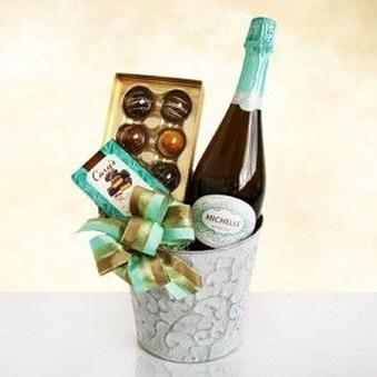 Stylish DIY Wine Gift Baskets Ideas 06