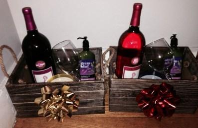 Stylish DIY Wine Gift Baskets Ideas 14