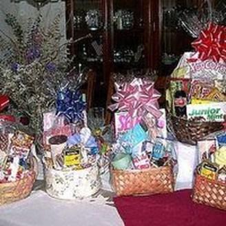 Stylish DIY Wine Gift Baskets Ideas 19