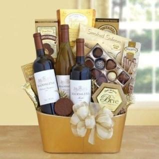 Stylish DIY Wine Gift Baskets Ideas 30