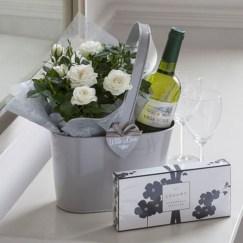 Stylish DIY Wine Gift Baskets Ideas 31