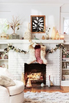 Awesome Fireplace Christmas Decoration To Makes Your Home Keep Warm 06
