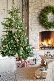 Awesome Fireplace Christmas Decoration To Makes Your Home Keep Warm 22