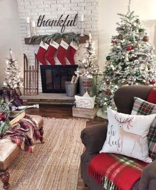 Awesome Fireplace Christmas Decoration To Makes Your Home Keep Warm 24