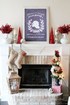 Awesome Fireplace Christmas Decoration To Makes Your Home Keep Warm 35