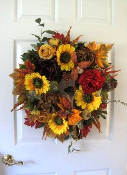 Creative Thanksgiving Front Door Decoration Ideas 24