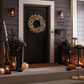 Creative Thanksgiving Front Door Decoration Ideas 30