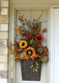 Creative Thanksgiving Front Door Decoration Ideas 36