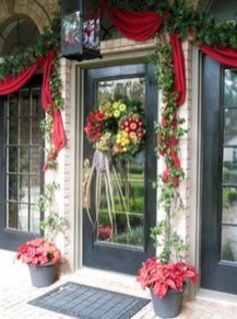 Creative Thanksgiving Front Door Decoration Ideas 40