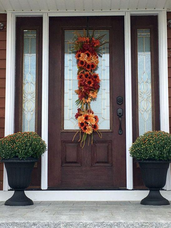 Creative Thanksgiving Front Door Decoration Ideas 60