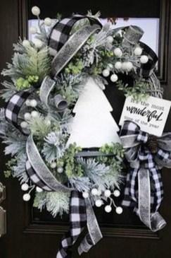 Easy DIY Outdoor Winter Wreath For Your Door 06
