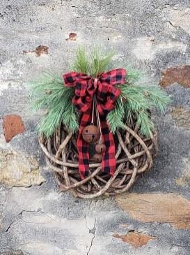Easy DIY Outdoor Winter Wreath For Your Door 07