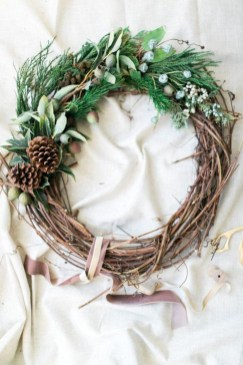 Easy DIY Outdoor Winter Wreath For Your Door 08