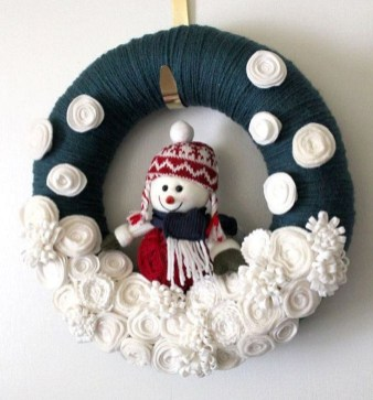 Easy DIY Outdoor Winter Wreath For Your Door 16