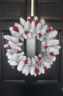 Easy DIY Outdoor Winter Wreath For Your Door 29