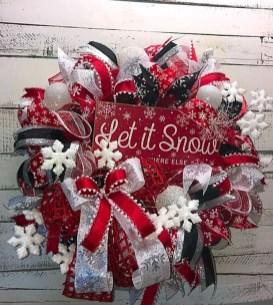 Easy DIY Outdoor Winter Wreath For Your Door 40