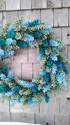 Easy DIY Outdoor Winter Wreath For Your Door 42