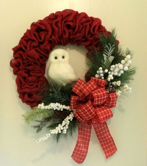 Easy DIY Outdoor Winter Wreath For Your Door 52