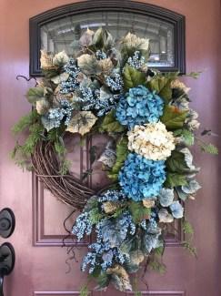 Easy DIY Outdoor Winter Wreath For Your Door 54