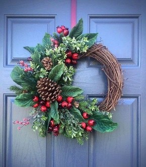 Easy DIY Outdoor Winter Wreath For Your Door 58