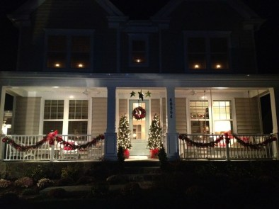 Joyful Front Porch Christmas Decoration Ideas 30