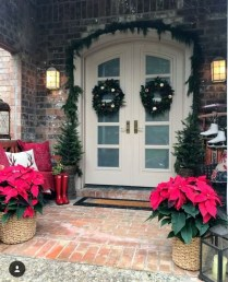 Joyful Front Porch Christmas Decoration Ideas 34