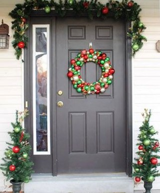 Joyful Front Porch Christmas Decoration Ideas 37