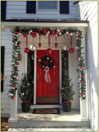 Joyful Front Porch Christmas Decoration Ideas 51