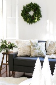 Simple And Easy DIY Winter Decor Ideas For Your Apartment 23
