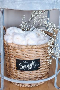Simple And Easy DIY Winter Decor Ideas For Your Apartment 31