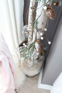 Simple And Easy DIY Winter Decor Ideas For Your Apartment 37